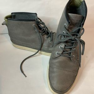 Clae casual trainer-style chukkas. Men's 8 1/2 us